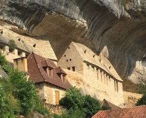 Cave dwellings old and new, Les Eyzies