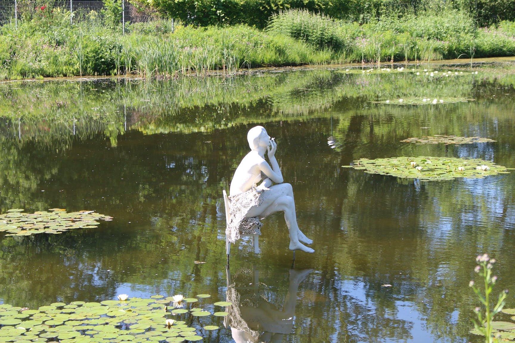 Cigarette smoking sculpture in the Die Garten Tulln